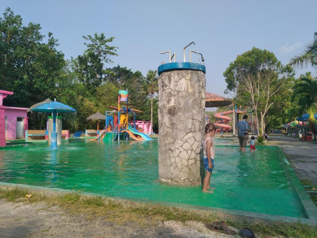 Waterboom Anak-anak di Semarang Zoo