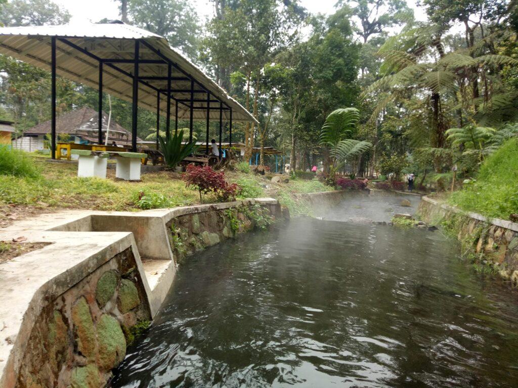 Air Panas Cangar tempat wisata di Malang yang memiliki kolam air panas