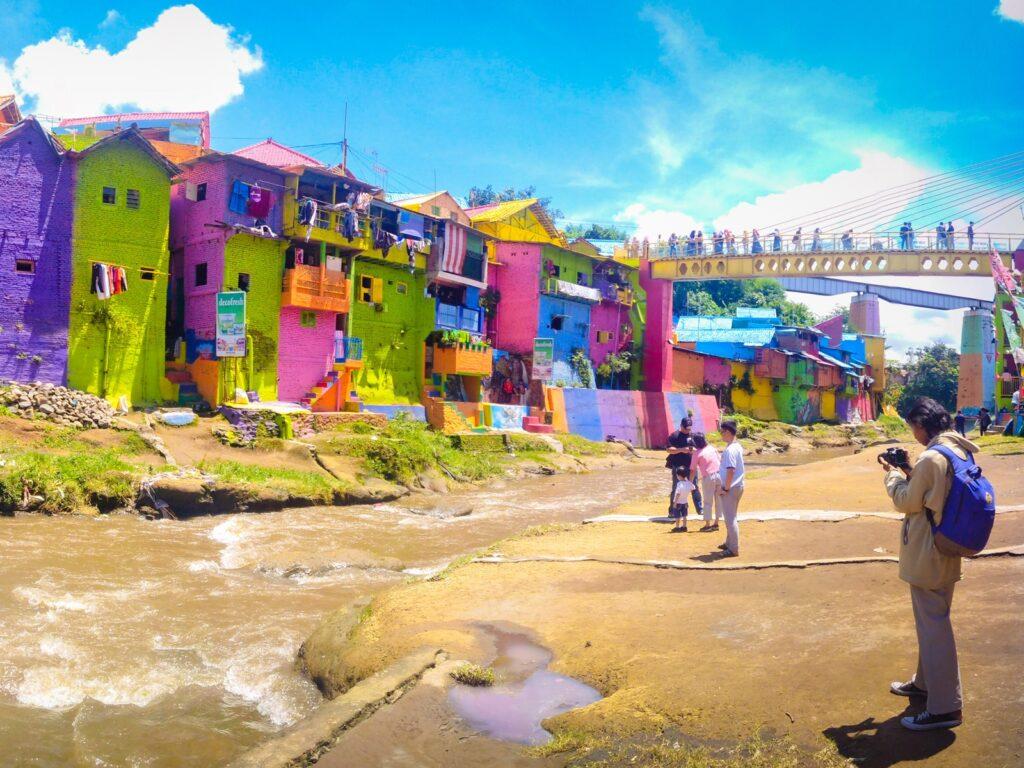 Deret rumah berwarna-warni kampung jodipan