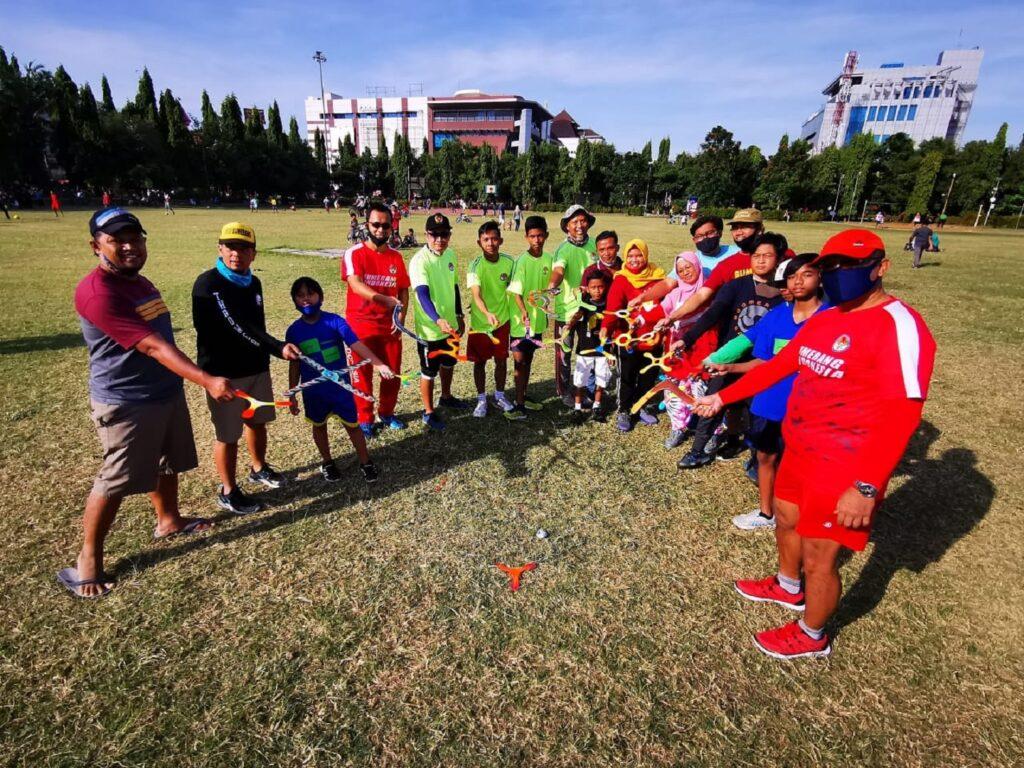 Komunitas Boomerang Berlatih di Simpang Lima