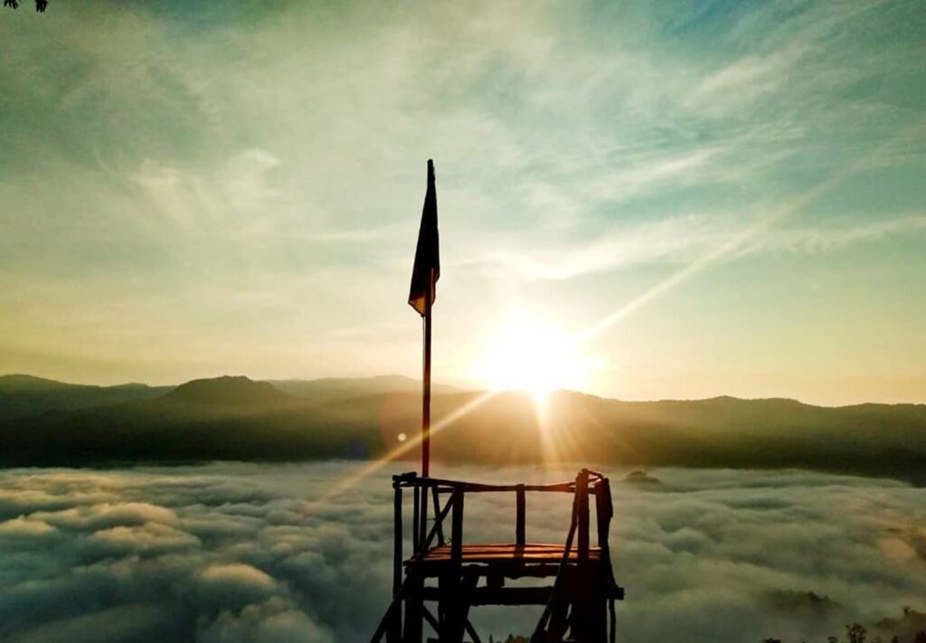 salah satu gardu pandang Gunung Luhur