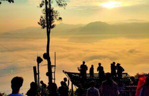 Matahari terbit di Gunung Luhur