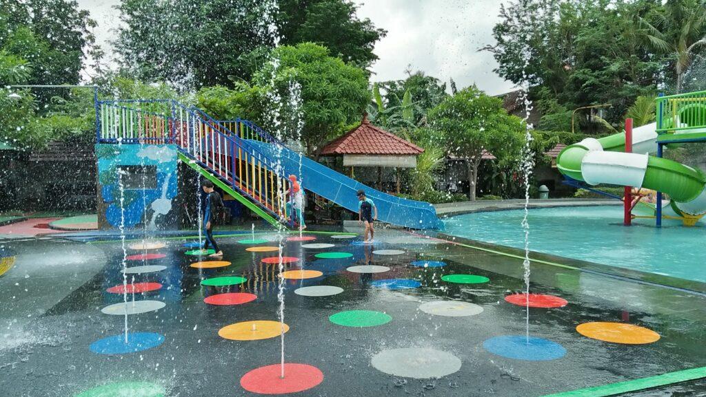Wahana pancuran Galaxy Water Park
