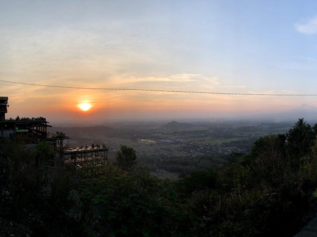 Bukit Bintang Tempat wisata di Jogja dengan kontur perbukitan indah