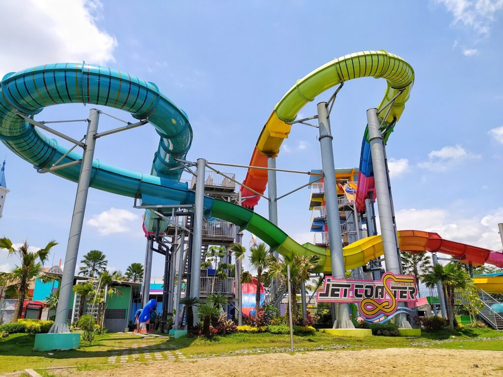Hawai Waterpark tempat wisata di Malang dengan berbagai seluncur unik