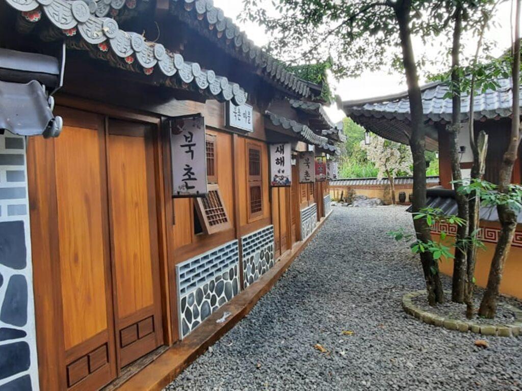 Bangunan dengan sentuhan gaya tradisional Korea Selatan