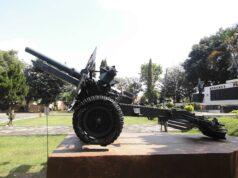 Meriam Perang di Halaman Monumen