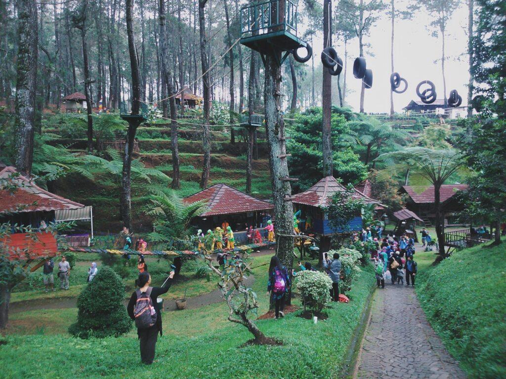 Taman Grafika Cikole tempat wisata di lembang dengan berbagai permainan outbond