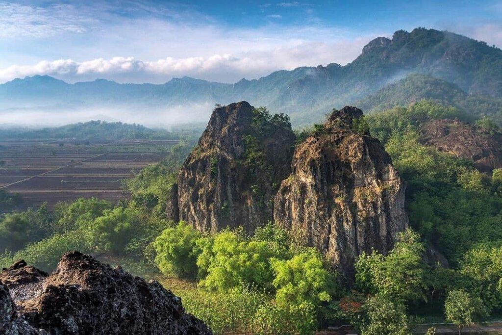 Pemandangan Indah Gunung Sepikul