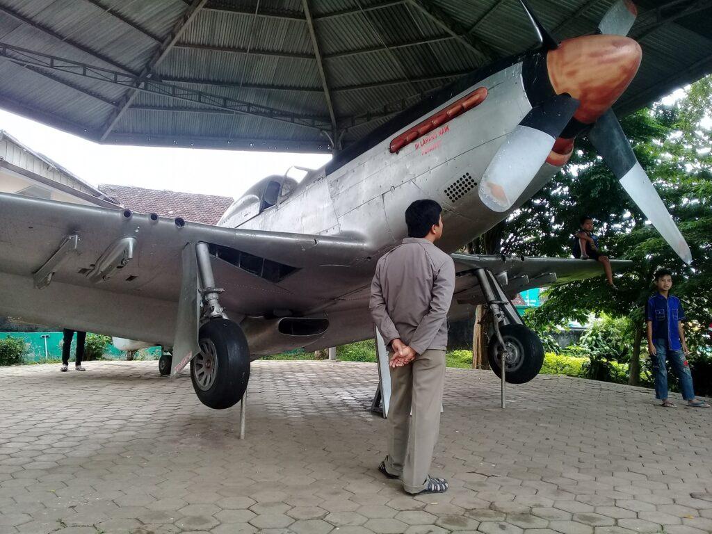 Pesawat Tempur Mustang Cocor Merah