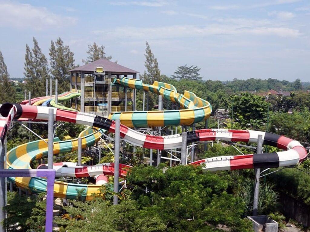 Tempat wisata di Jogja bertemakan permainan air