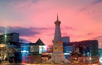 Tugu Pal Putih Tempat Wisata di Yogyakarta