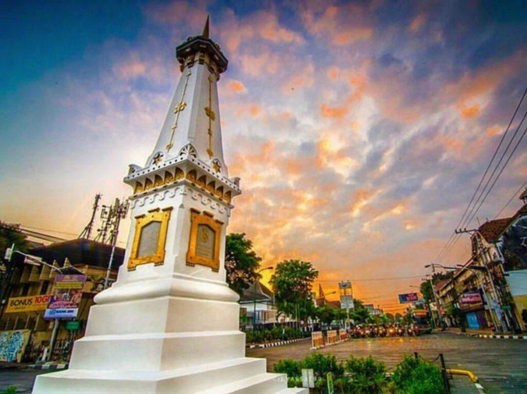 Tugu Pal Putih Tempat wisata di Jogja sebagai ikon kota