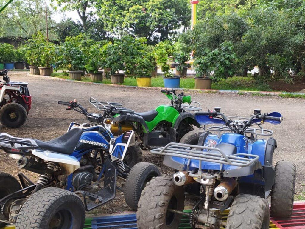 Beberapa wahana ATV di Telaga Pelangi Payang