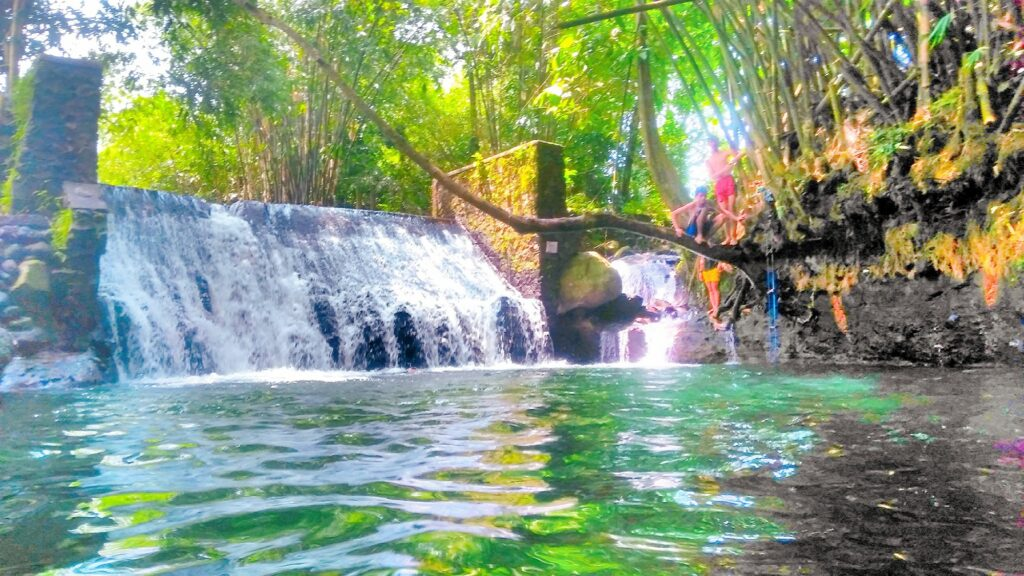 Kesegaran Blue Lagoon Tempat wisata di Jogja dengan kolam alami