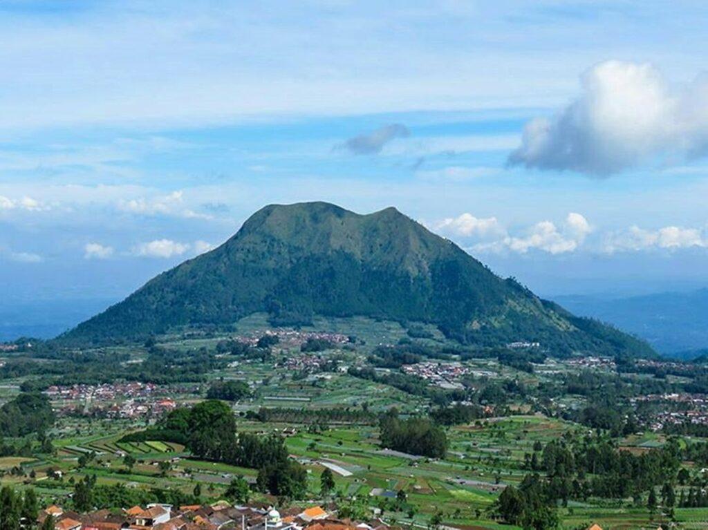 Gunung Andong di Magelang, Jawa Tengah