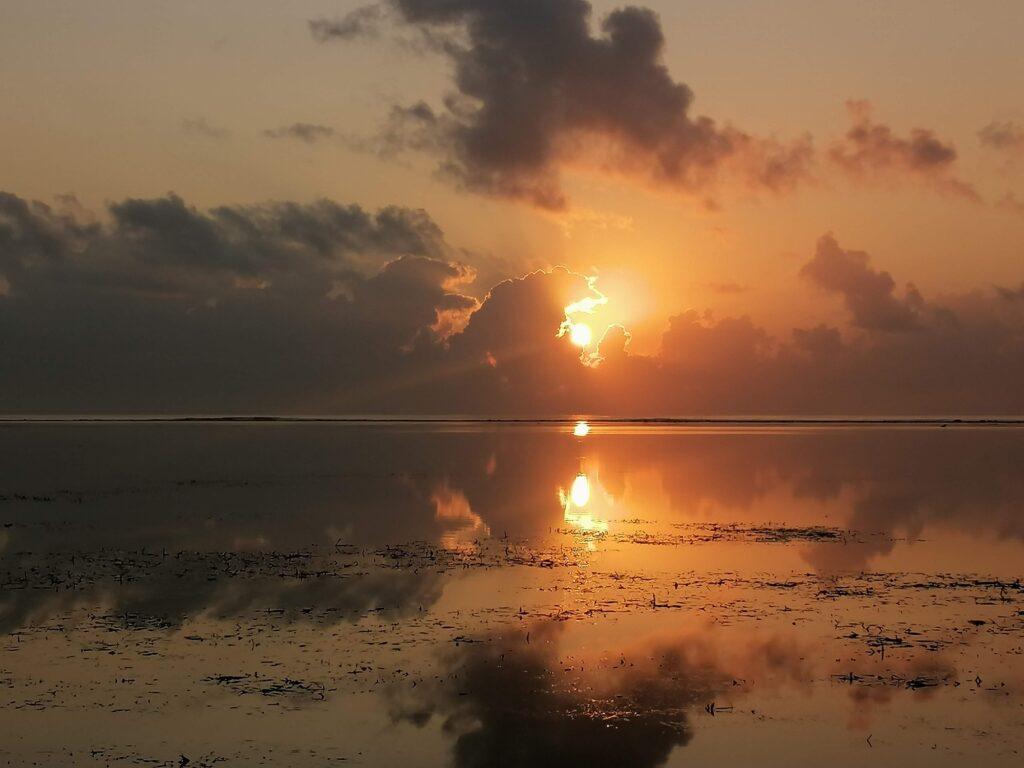 Indahnya Pemandangan Matahari Terbit