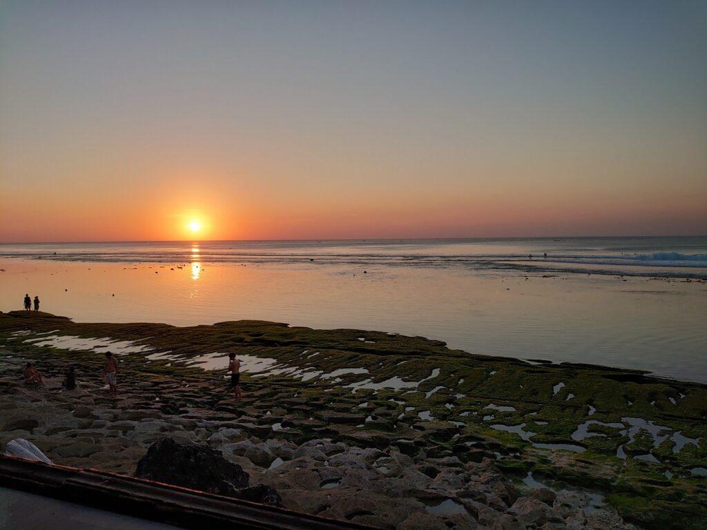 Keindahan Matahari Terbenam Pantai Bingin