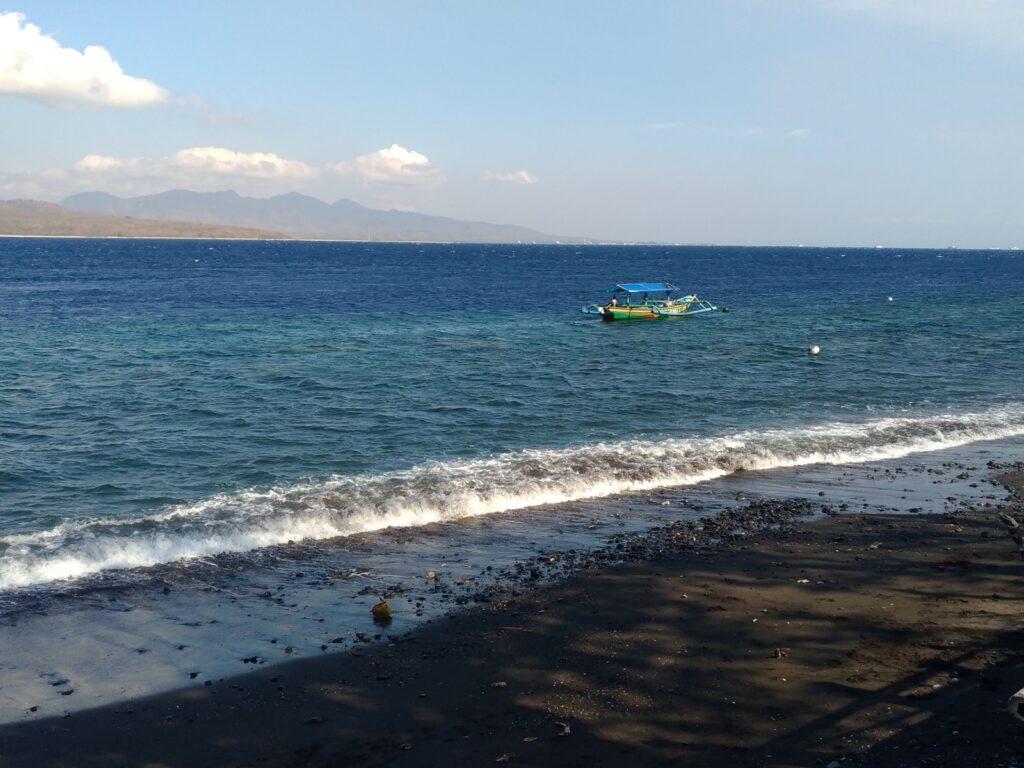 Perahu nelayan menyusuri Pantai Watudodol