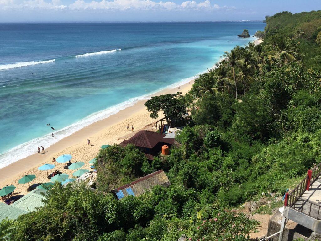 Pemandangan Indah Pantai Padang Padang