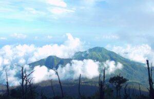 Pemandangan bentang alam gunung lawu
