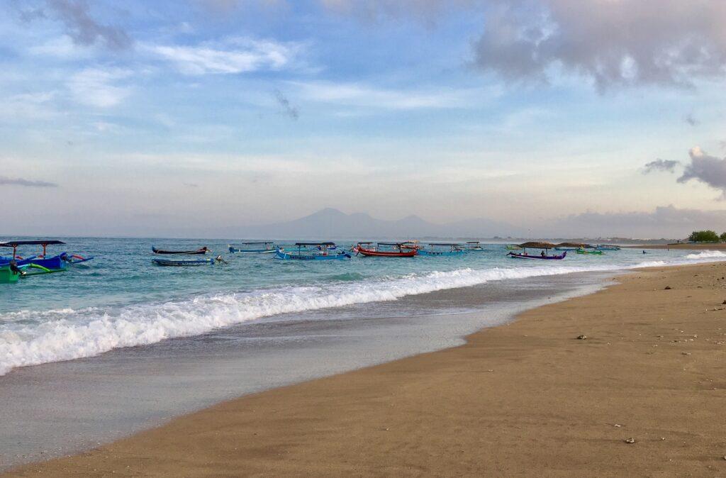 Perahu-perahu di tepian Pantai