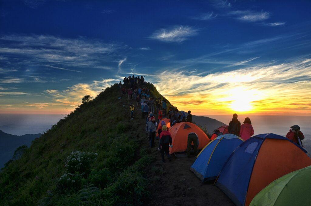 Indahnya sunset dari puncak Gunung Andong