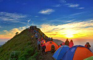 Suasana Sunset di Gunung Andong