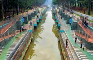 area promenade di tepi sungai taman kota bsd 2