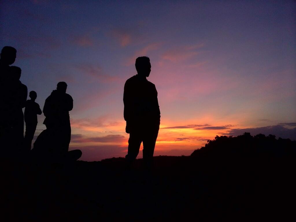 Gaya Foto dengan Matahari Terbenam