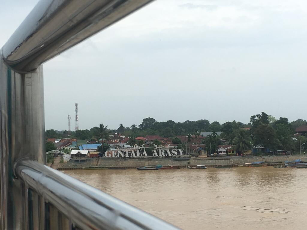 Plang nama Gentala Arasy tampak dari jembatan