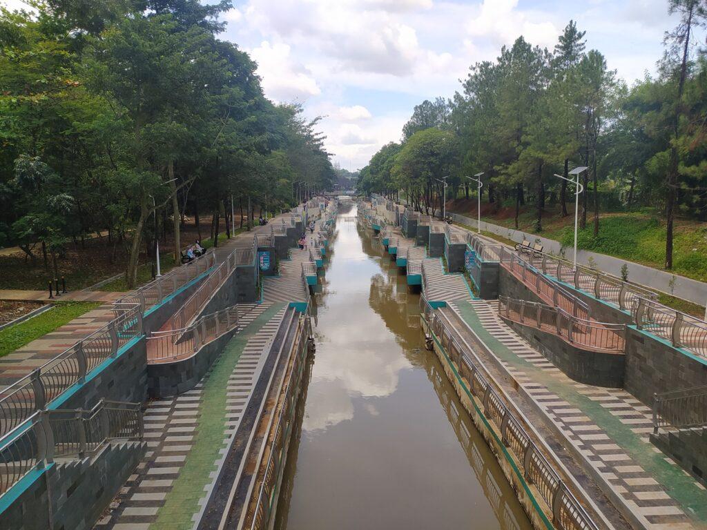 Jaltreng Park dilihat dari jembatan