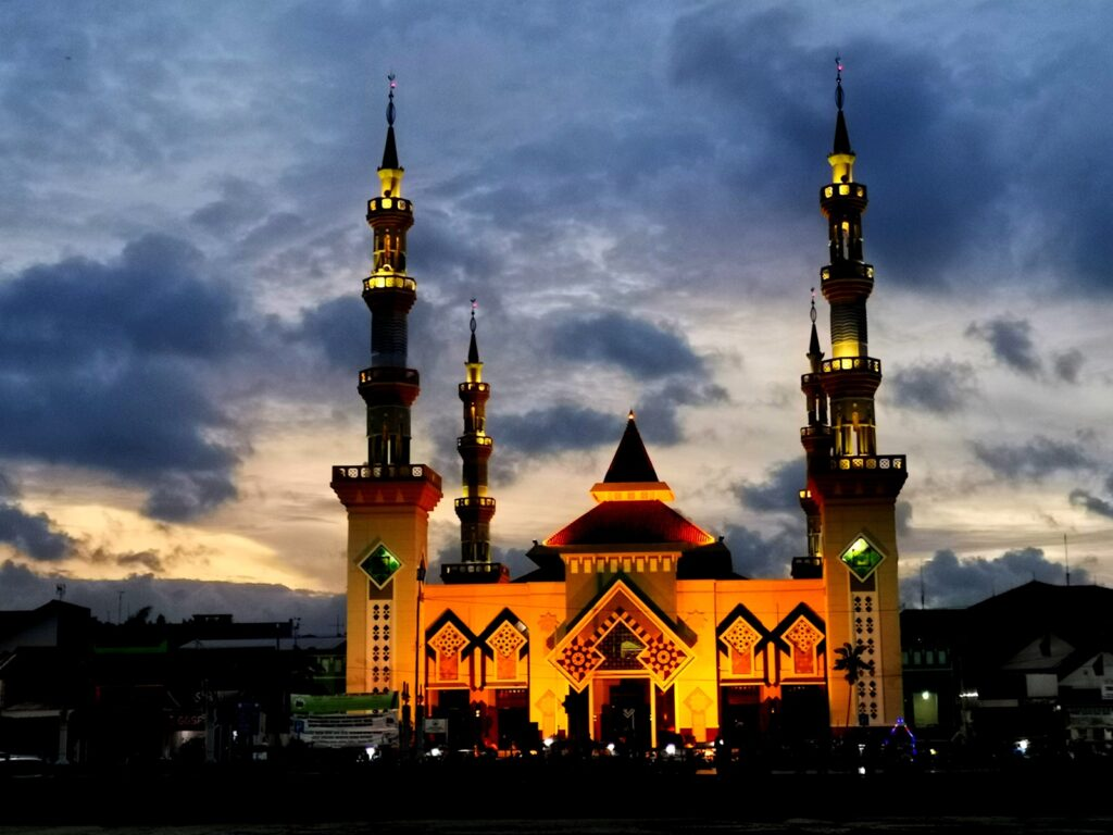 Masjid Agung Tegal di malam hari