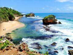 Area pantai dan karang di pantai kukup