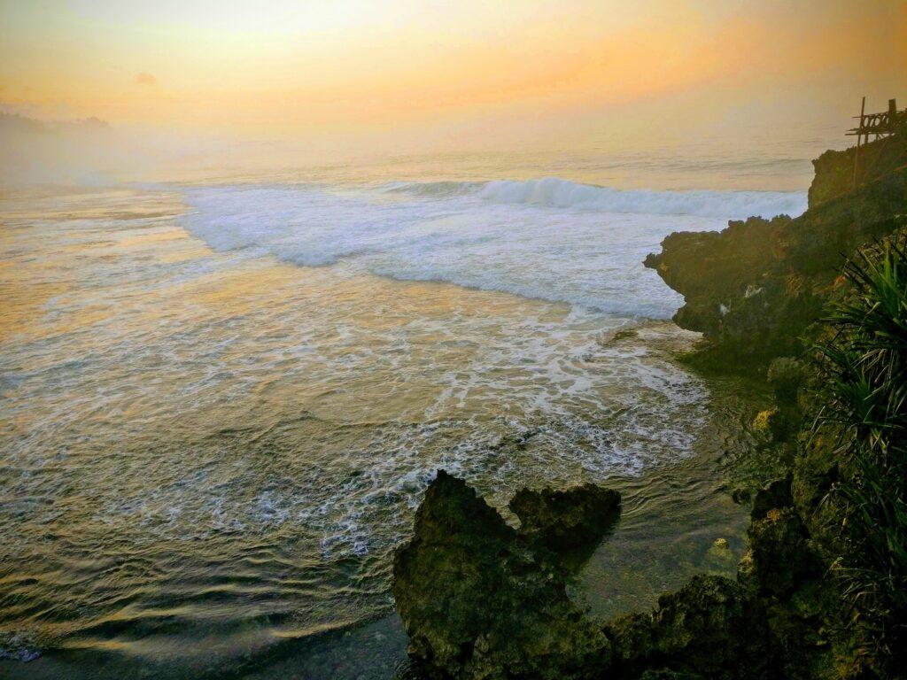 Pemandangan Senja Pantai Kukup