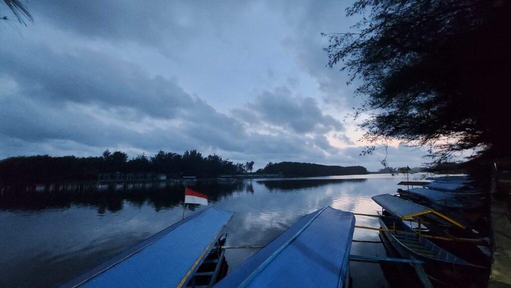 Perahu di Laguna Pantai Glagah