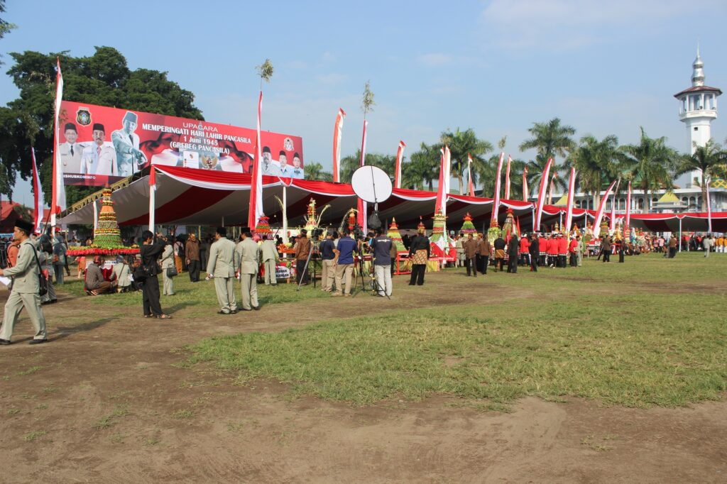 Jajaran tumpeng di acara Grebeg Pancasila