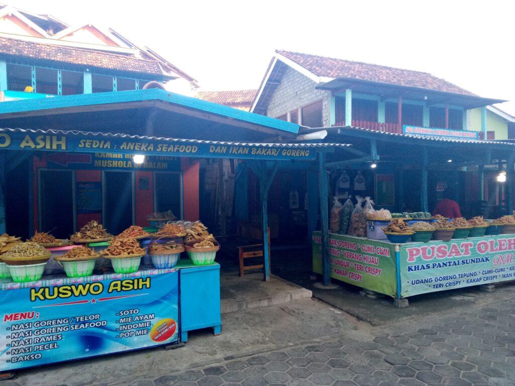 Pusat Kuliner Pantai Sundak