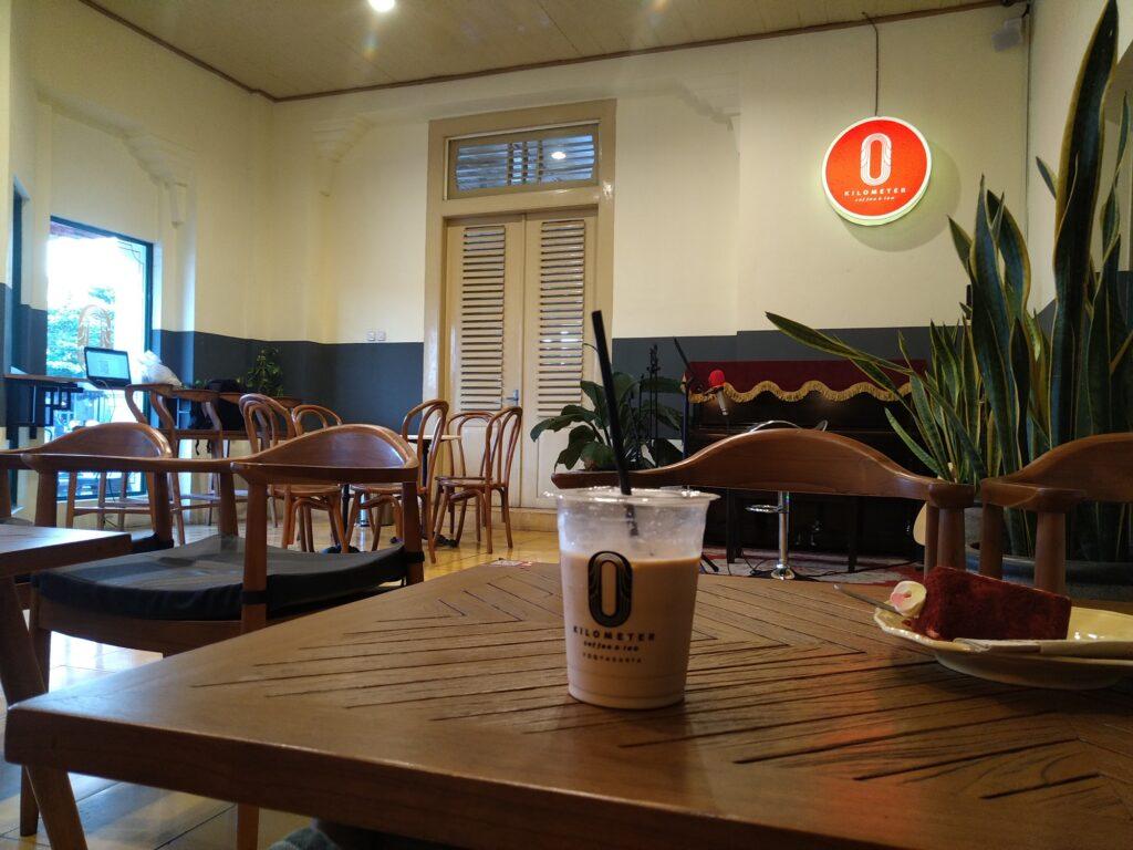 Suasana Cafe di Titik Nol Kilometer