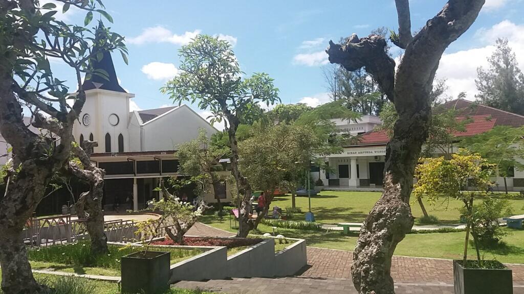 Taman Kartini nan asri
