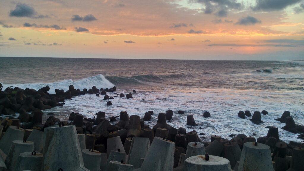 Tetrapod di Tepian Pantai Glagah