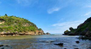 Wisatawan dapat Bermain Air di Pesisir Pantai