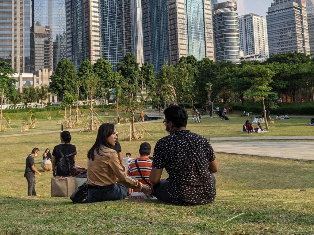 Menikmati piknik di tengah kota