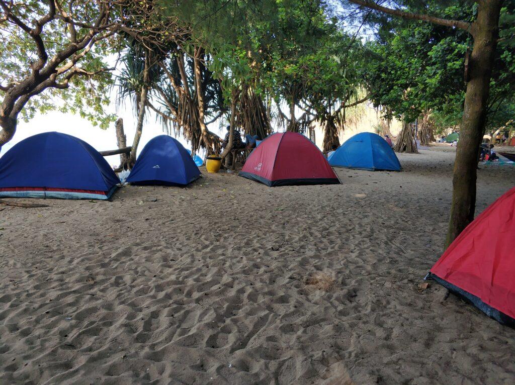 Berkemah di Pantai Ngudel