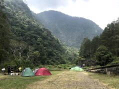 Tenda-tenda di area Kolam Cinta