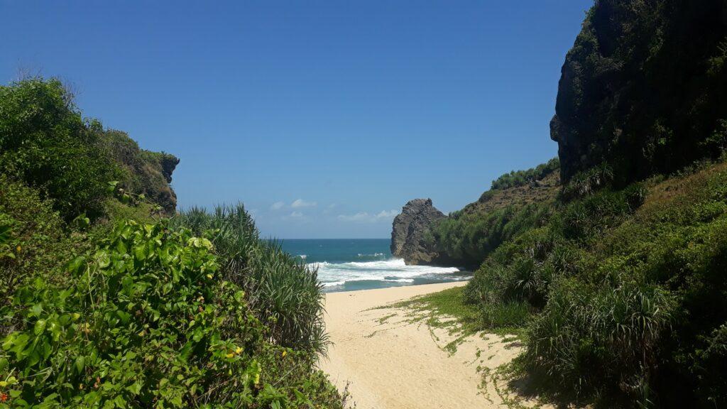 Pintu menuju Pantai Ngrawah