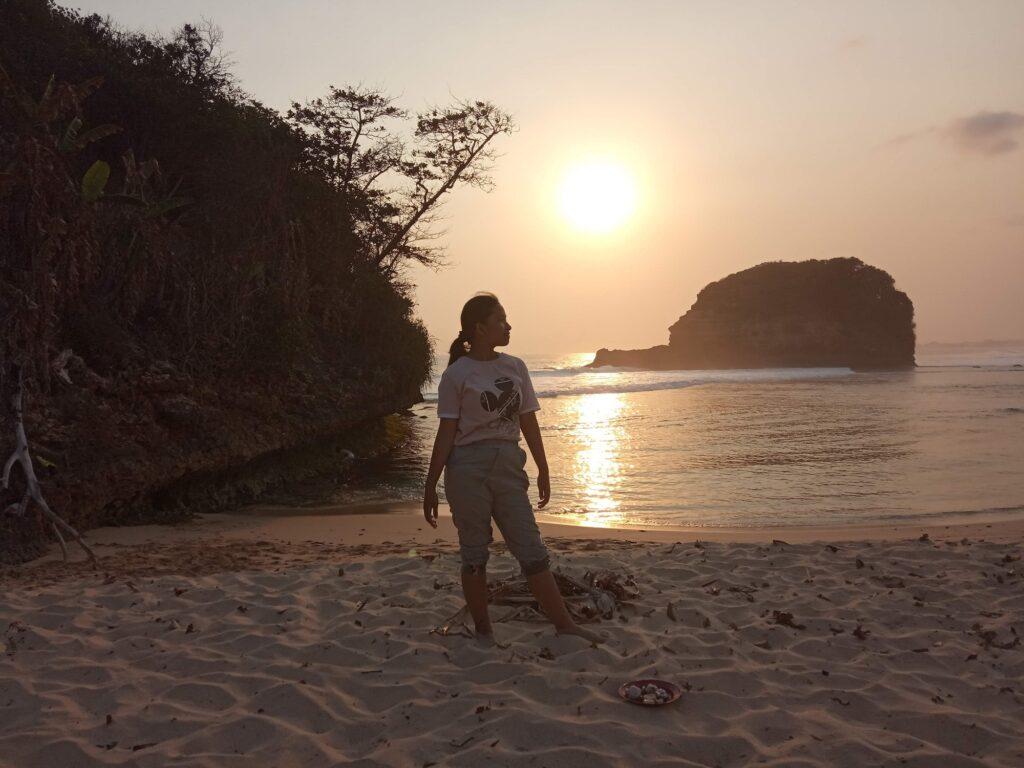 Indahnya Matahari Terbenam Pantai Ngudel