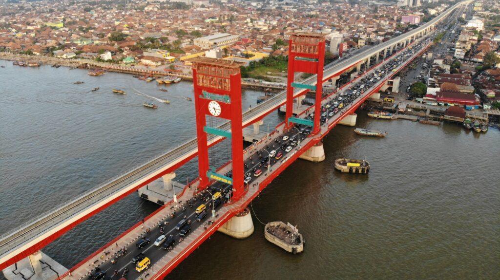 Jembatan Ampera tampak dari atas