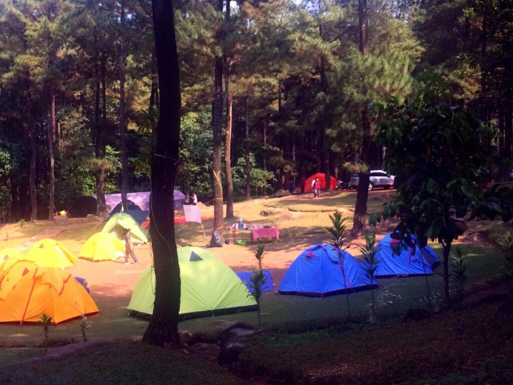 Tenda di area berkemah Gunung Pancar