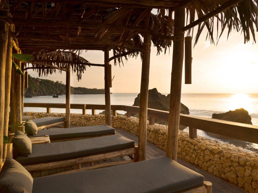 Lounge menghadap ke laut